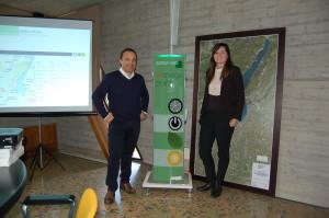 Massimilano Faini e Laura Maestrini (Garda Uno) con colonnina elettrica