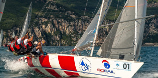 Lago di Garda: ASSO 99 sempre nel vento