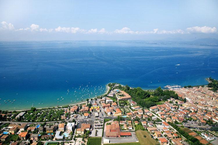 Lago_di_Garda_panorama_101217034214