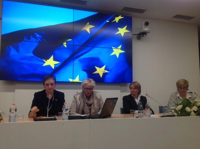 Expo le consigliere di parit ewmd e il parlamento for Presenze parlamento