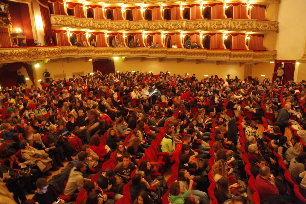 Ragazzi a una prova aperta al Teatro Filarmonico_FotoEnnevi_0059 (1)
