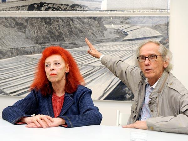 Christo-e-Jean-Claude-davanti-al-progetto-per-Over-the-river-2