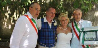 TORRI DEL BENACO: AGOSTINO DANESE CELEBRA IL MILLESIMO MATRIMONIO L'AMMINISTRAZIONE LO OMAGGIA