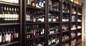 """Desenzano del Garda: all'Enoteca Letteraria di """"Sfusi di Vini & Affini"""" degustazione di vini e approfondimenti culturali"""