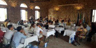 Castello in Bianco, un successo la seconda edizione: viaggio tra i vini bianchi con 45 produttori che hanno portato a Desenzano del Garda oltre 100 etichette e attirato 1000 persone