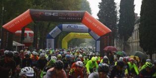 Peschiera del Garda: Juri Chechi e la carica dei 1500 sfidano la pioggia e la trasformano in festa