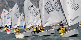 CAMPIONE DEL GARDA – GARGNANO: in acqua gli optimist con i ragazzi under 15