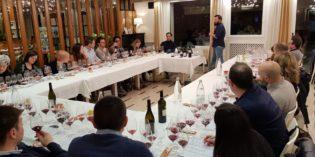 The Social Wine, viaggio tra vini locali e internazionali alla cieca. L'Associazione Vivabacco, con la collaborazione dell'Hotel Europa, organizza a Desenzano una serie di degustazioni aperte a tutti gli appassionati.