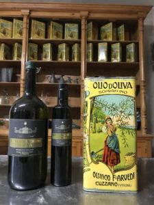 """Bottiglie di Olio di prima qualità Arvedi. Nell'immagine la storica """"latta"""" ora oggetto da collezione"""