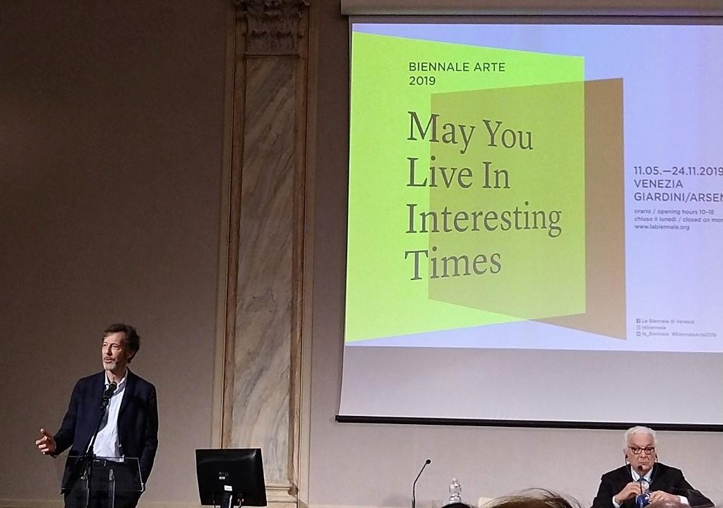 Il curatore Ralph Rugoff e il presidente Paolo Baratta alla conferenza stampa della 58esima edizione della Esposizione Internazionale d'Arte di Venezia. (Courtesy Martina Cappellesso, Non Solo Cinema)