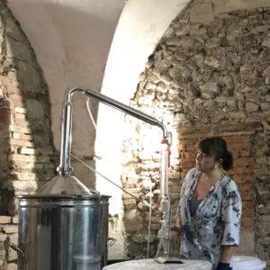 Officina delle Erbe del Garda: distillazione erbe aromatiche